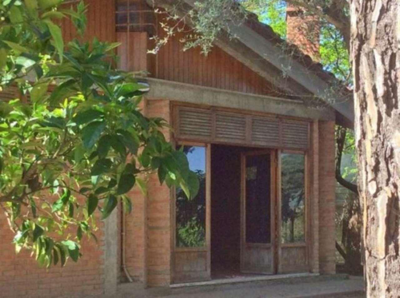 Villa in vendita a Bracciano, 5 locali, prezzo € 260.000 | Cambio Casa.it