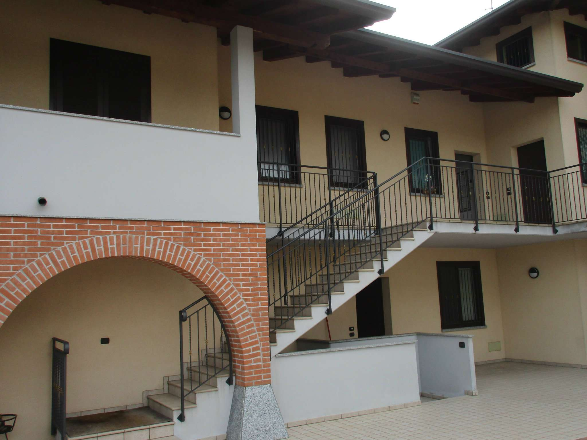 Appartamento in Vendita a Lonate Ceppino