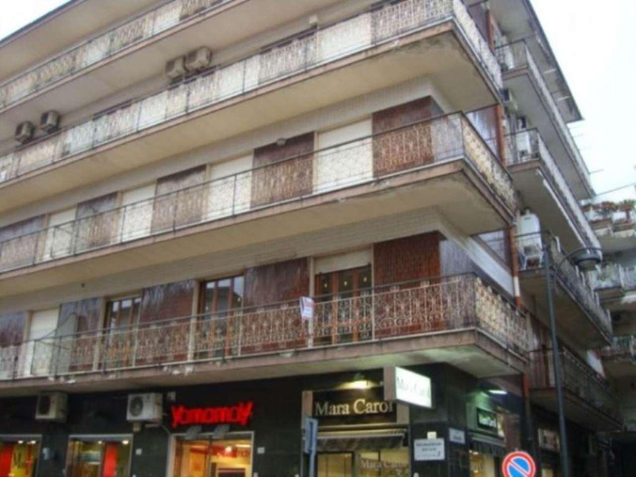 Ufficio / Studio in affitto a Frattamaggiore, 6 locali, prezzo € 1.000 | Cambio Casa.it