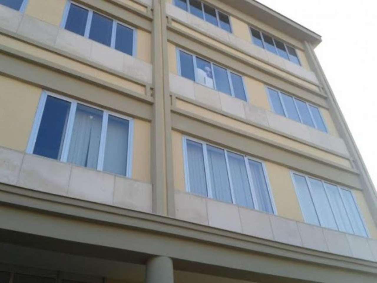 Ufficio / Studio in affitto a Arzano, 6 locali, Trattative riservate | Cambio Casa.it