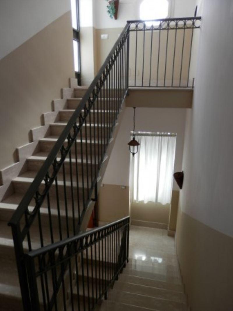 Palazzo / Stabile in vendita a Frattamaggiore, 6 locali, Trattative riservate | CambioCasa.it