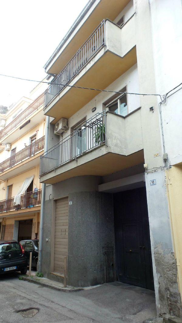 Palazzo / Stabile in vendita a Frattamaggiore, 10 locali, prezzo € 475.000 | CambioCasa.it