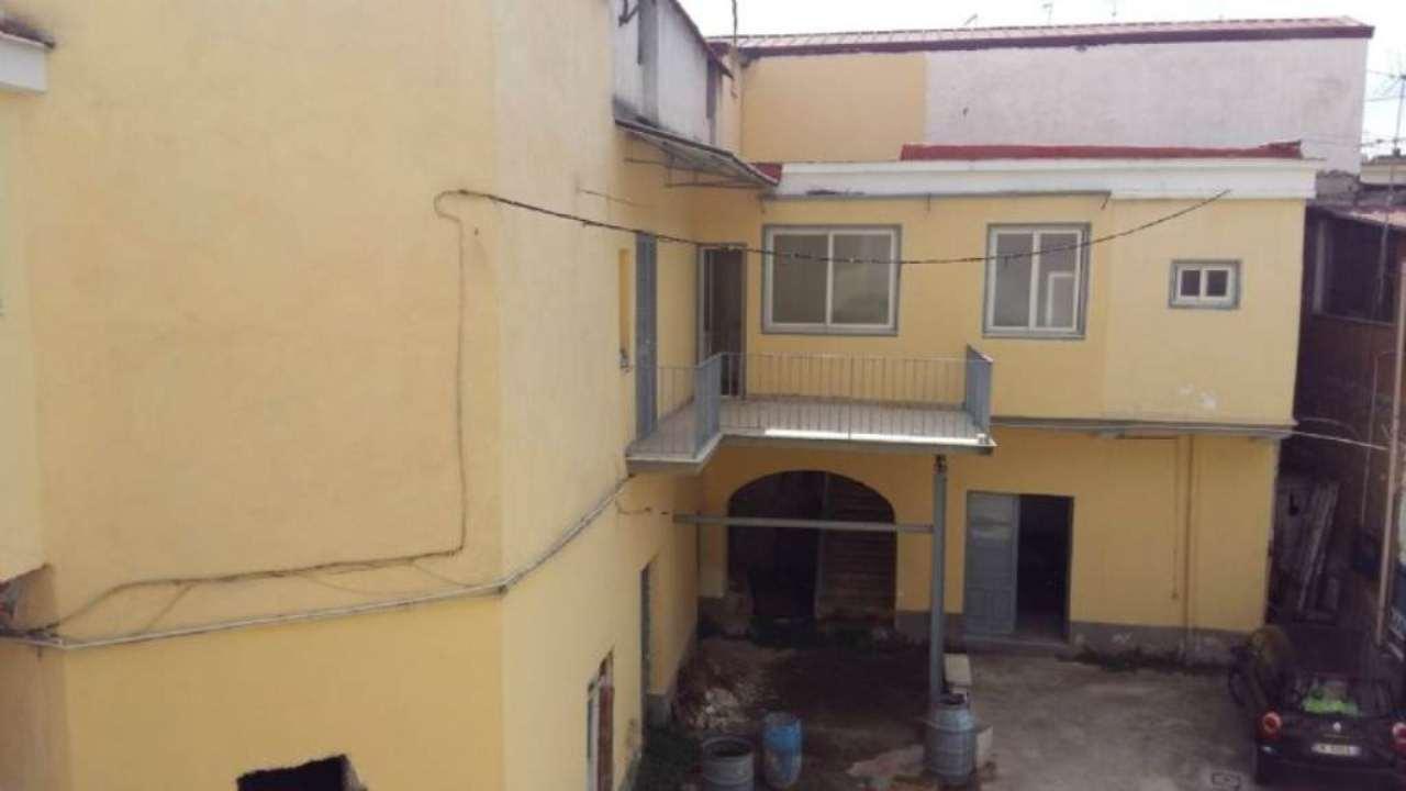 Soluzione Indipendente in vendita a Frattamaggiore, 10 locali, prezzo € 220.000 | Cambio Casa.it