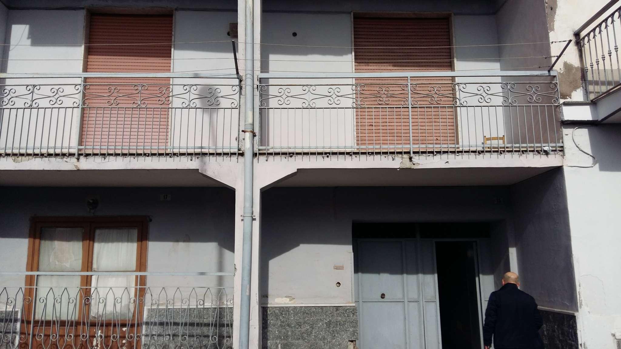 Palazzo / Stabile in vendita a Frattamaggiore, 5 locali, prezzo € 265.000 | CambioCasa.it