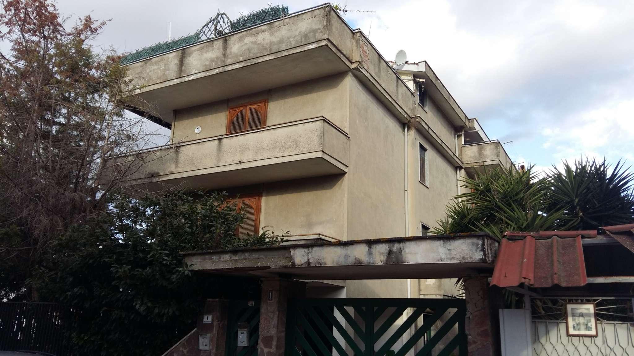 Palazzo / Stabile in vendita a Frattamaggiore, 15 locali, Trattative riservate | CambioCasa.it
