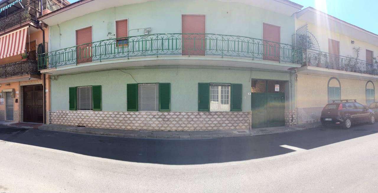 Palazzo / Stabile in vendita a Crispano, 10 locali, prezzo € 345.000   CambioCasa.it