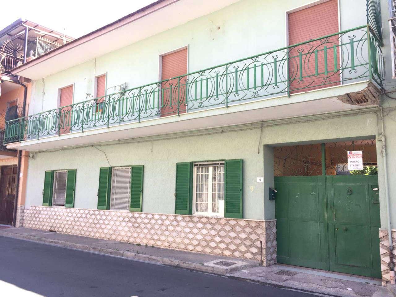 Palazzo / Stabile in vendita a Crispano, 10 locali, prezzo € 345.000 | CambioCasa.it