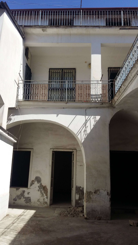 Palazzo / Stabile in vendita a Frattamaggiore, 10 locali, prezzo € 410.000 | CambioCasa.it