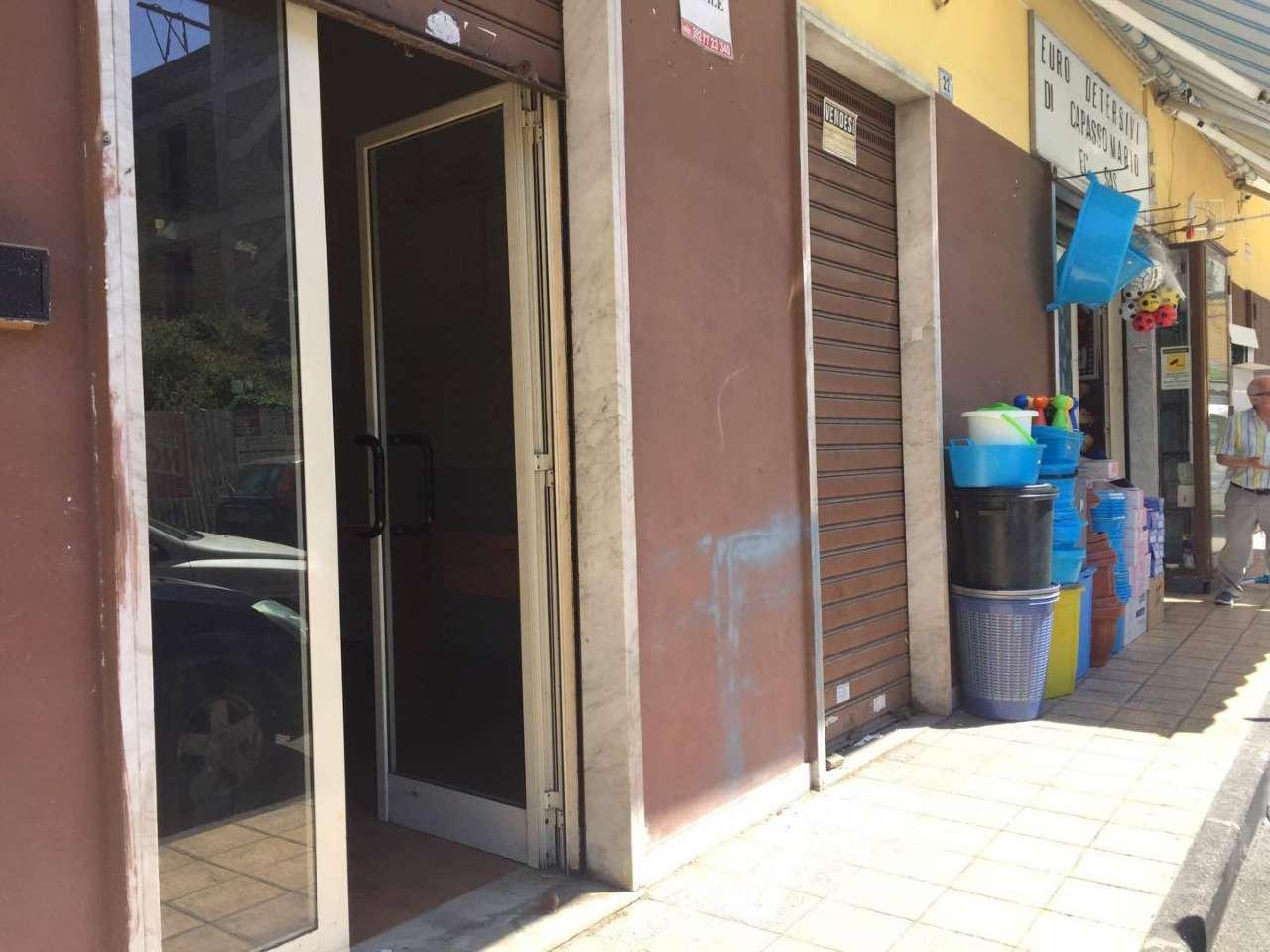 Negozio / Locale in affitto a Frattamaggiore, 1 locali, prezzo € 350 | CambioCasa.it