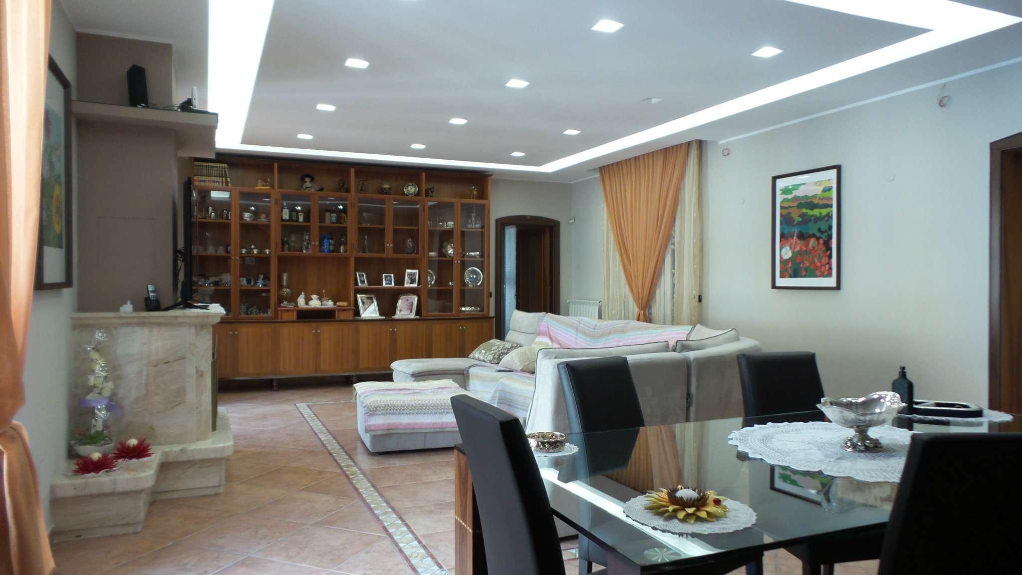 Appartamento in vendita a Frattamaggiore, 6 locali, prezzo € 420.000 | CambioCasa.it