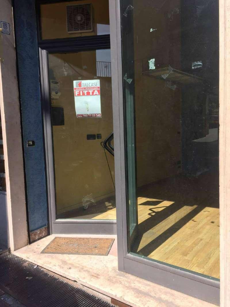 Negozio / Locale in affitto a Frattamaggiore, 1 locali, prezzo € 380 | CambioCasa.it