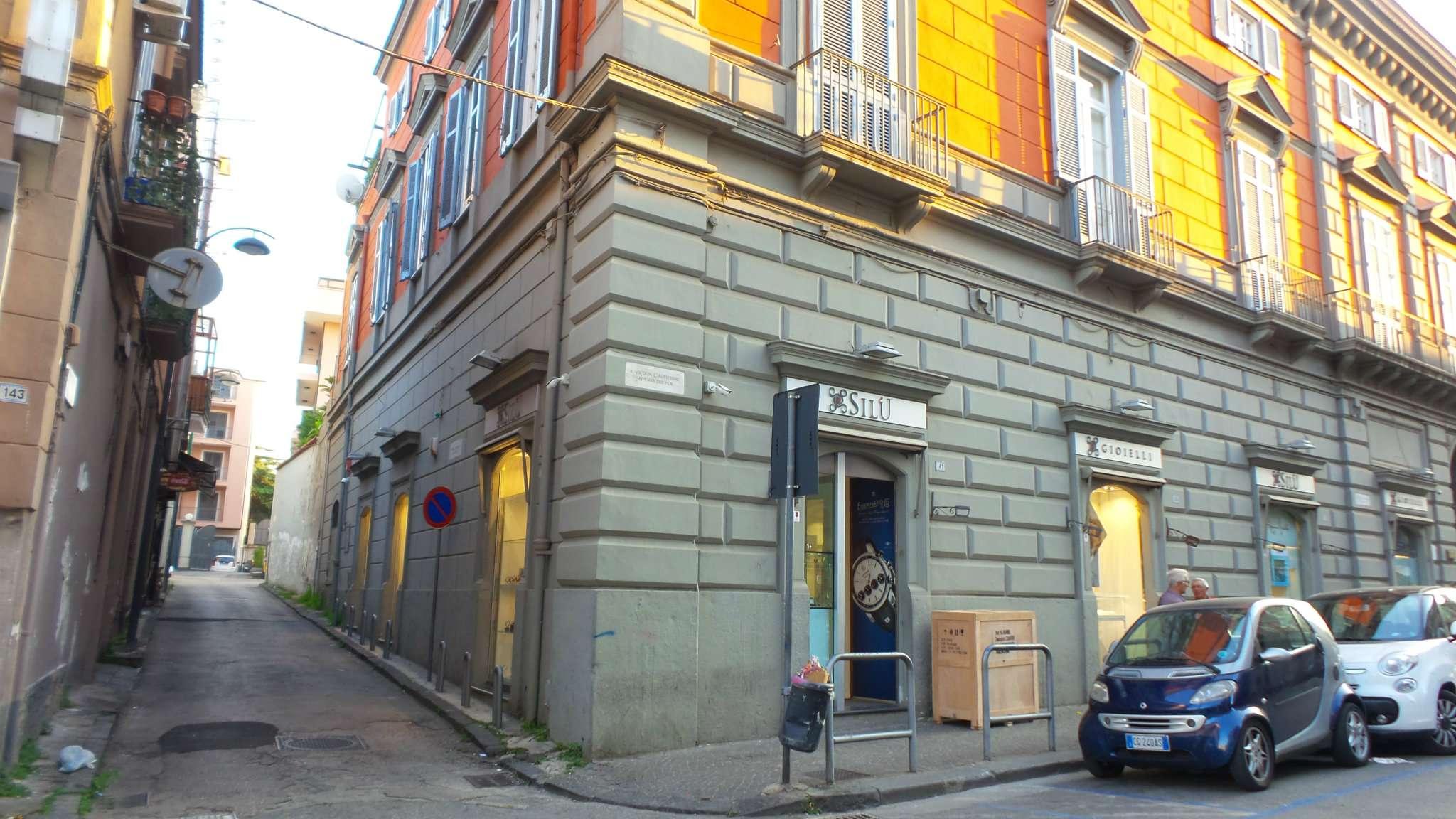 Palazzo / Stabile in vendita a Frattamaggiore, 6 locali, prezzo € 260.000 | CambioCasa.it
