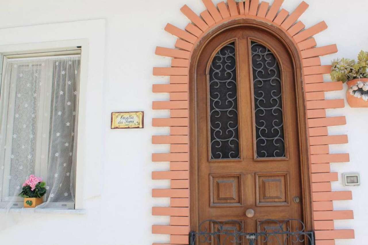Soluzione Indipendente in affitto a Ischia, 9999 locali, prezzo € 600   CambioCasa.it