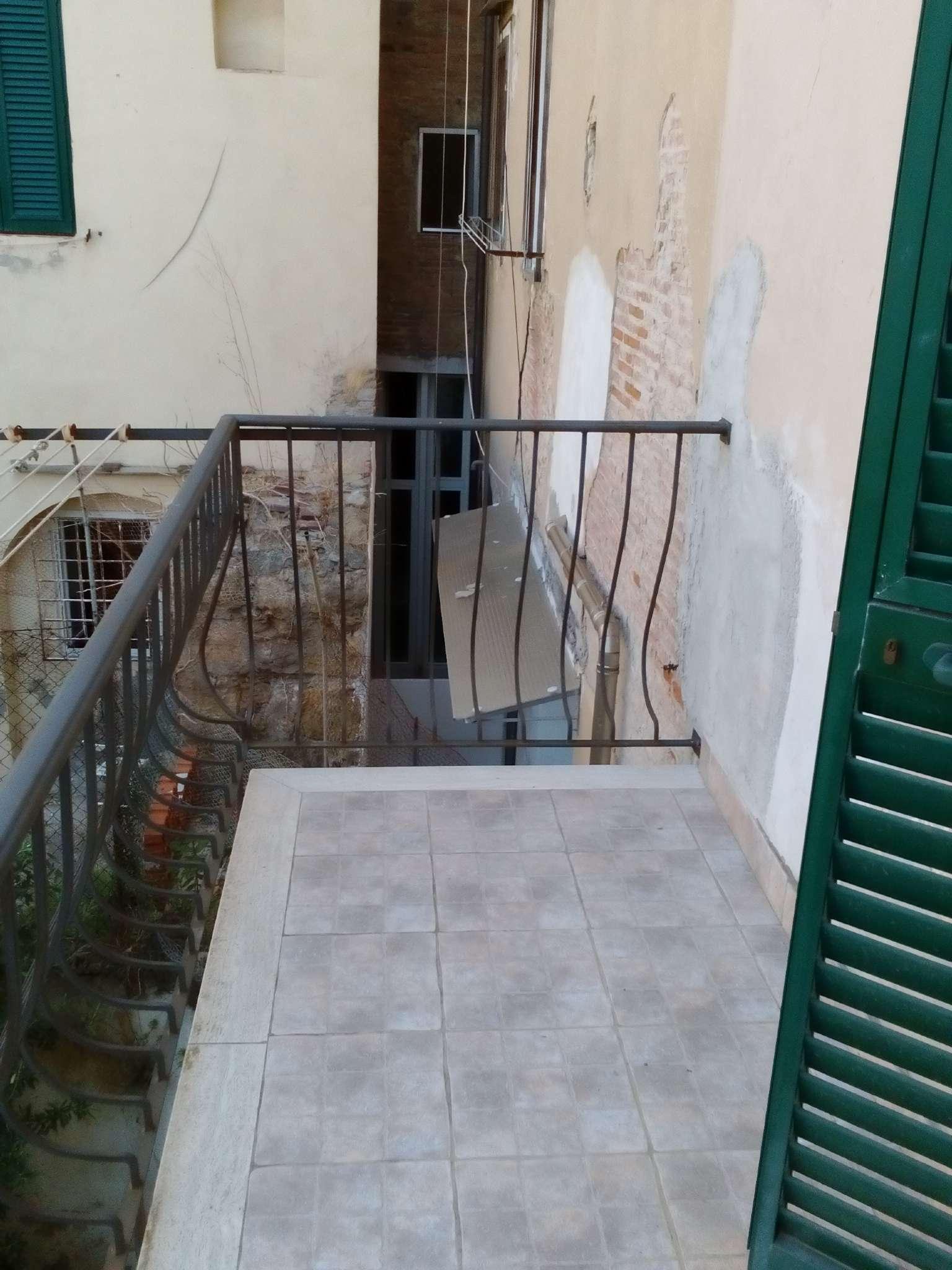 Bilocale Livorno Via Rossi 2