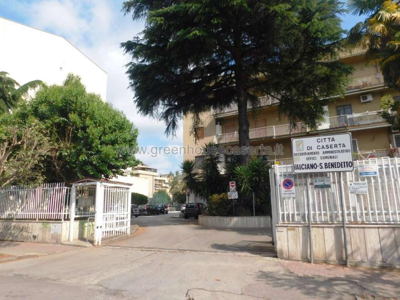 Appartamento in vendita a Caserta, 4 locali, prezzo € 159.000 | Cambio Casa.it