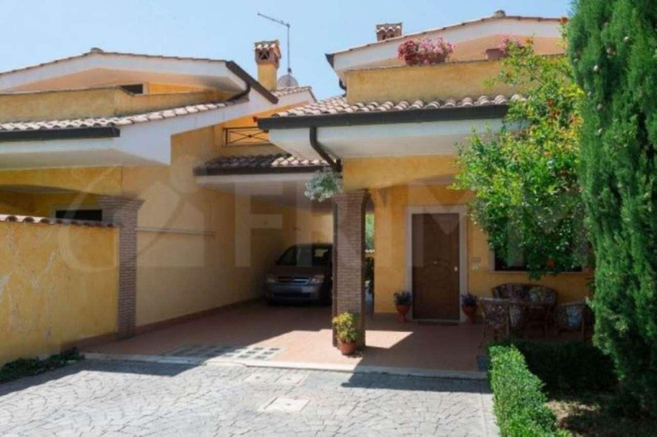Villa in vendita a Pomezia, 5 locali, prezzo € 235.000 | Cambio Casa.it