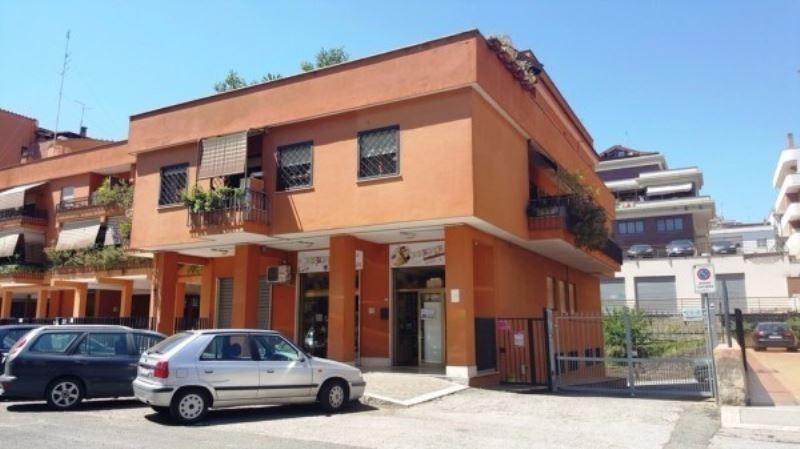Negozio / Locale in Vendita a Pomezia