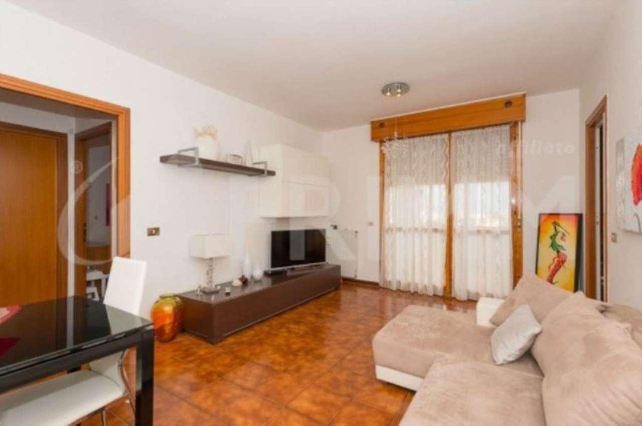 Appartamento in vendita a Pomezia, 2 locali, prezzo € 129.000 | CambioCasa.it