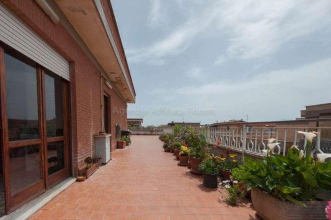 Attico / Mansarda in vendita a Pomezia, 3 locali, prezzo € 79.000   Cambio Casa.it