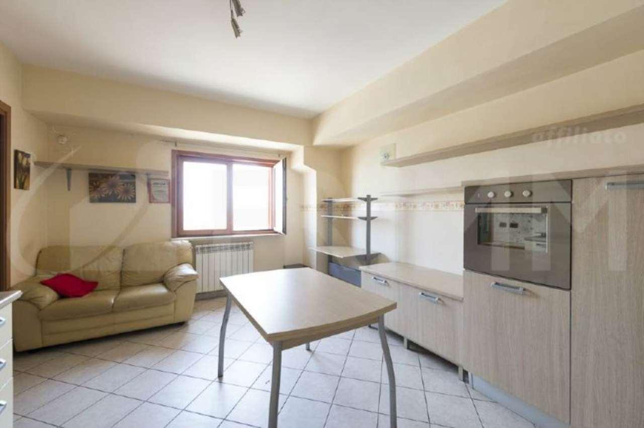 Appartamento in vendita a Pomezia, 2 locali, prezzo € 84.000 | Cambio Casa.it
