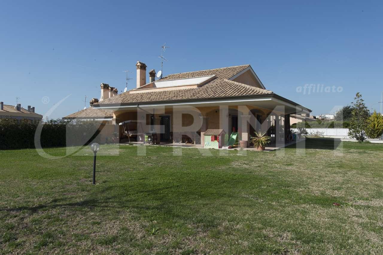Villa in vendita a Pomezia, 6 locali, prezzo € 699.000 | Cambio Casa.it