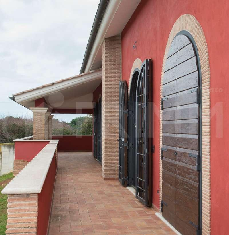 Villa in vendita a Pomezia, 8 locali, prezzo € 639.000 | CambioCasa.it