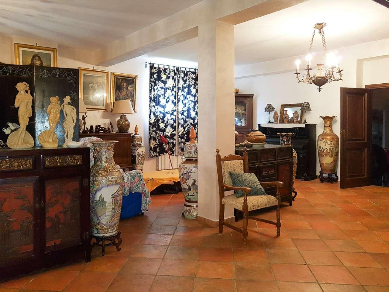 Villa in vendita a Paliano, 7 locali, prezzo € 360.000 | CambioCasa.it