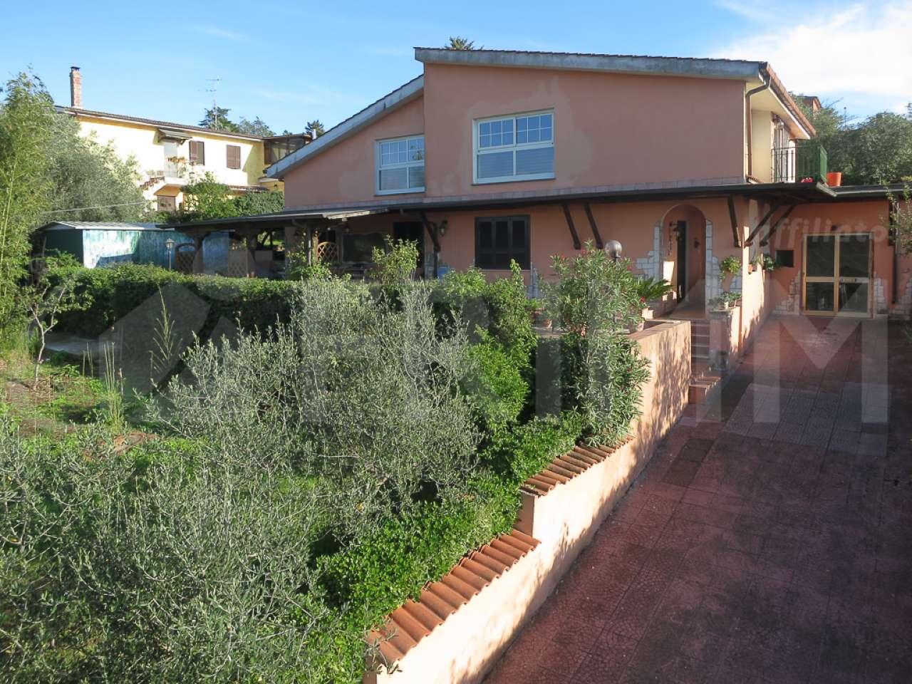 Villa in vendita a Aprilia, 10 locali, prezzo € 185.000 | CambioCasa.it