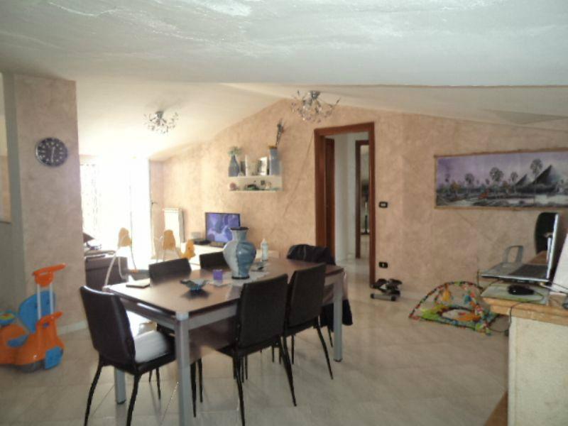 Appartamento in vendita a Giugliano in Campania, 6 locali, prezzo € 125.000 | Cambio Casa.it