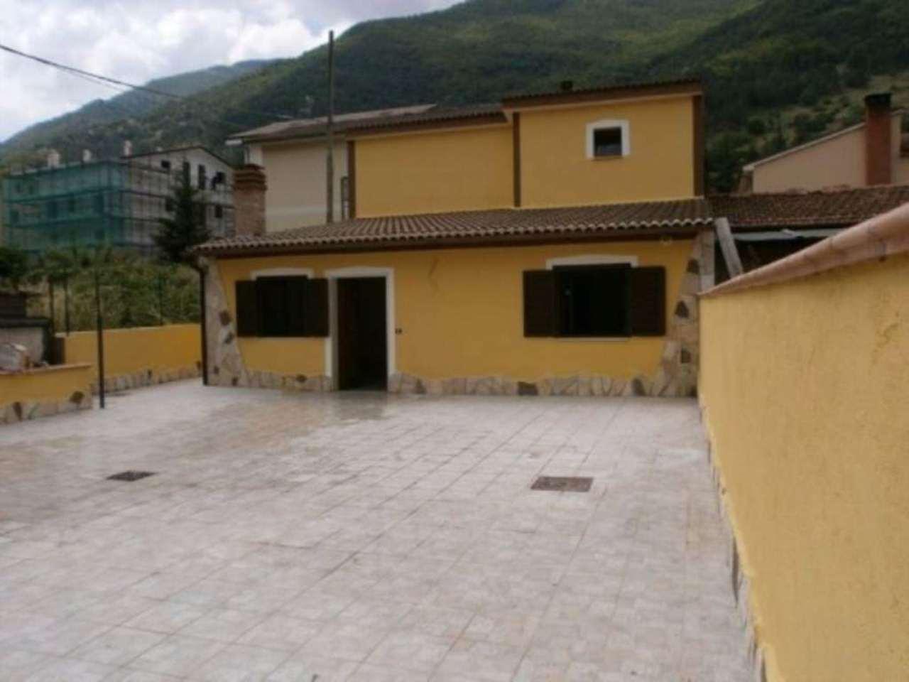Villa a Schiera in vendita a Villalago, 6 locali, prezzo € 115.000   Cambio Casa.it