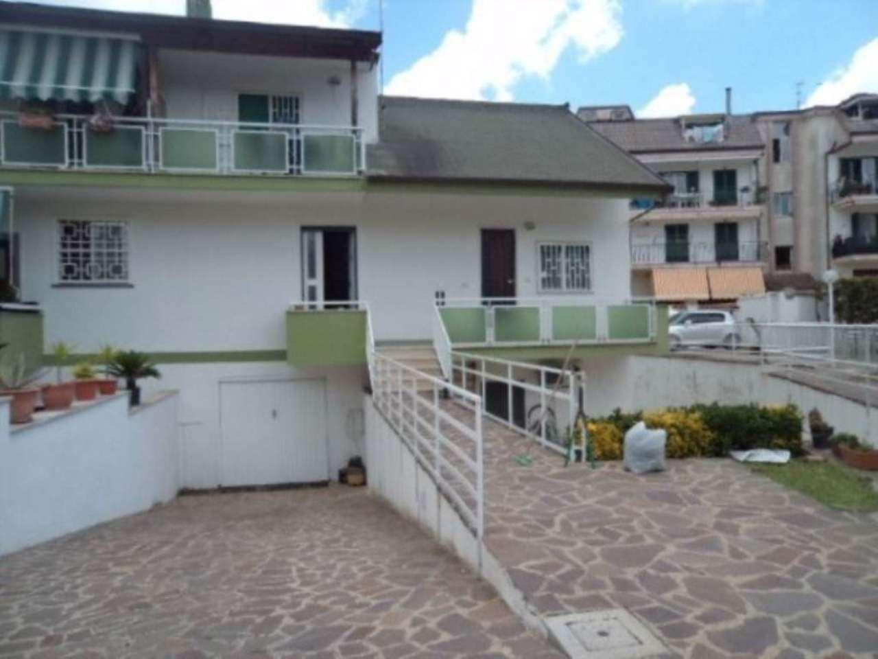 Villa a Schiera in vendita a Giugliano in Campania, 6 locali, prezzo € 400.000   Cambio Casa.it
