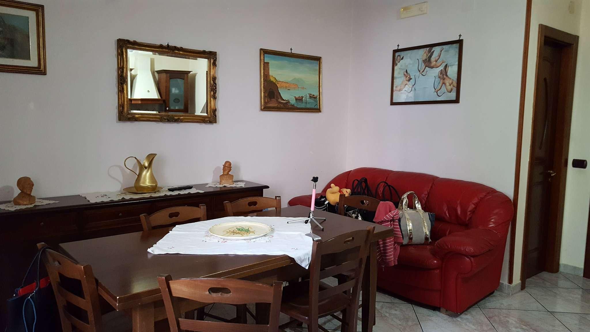 Appartamento in vendita a Giugliano in Campania, 7 locali, prezzo € 170.000 | Cambio Casa.it