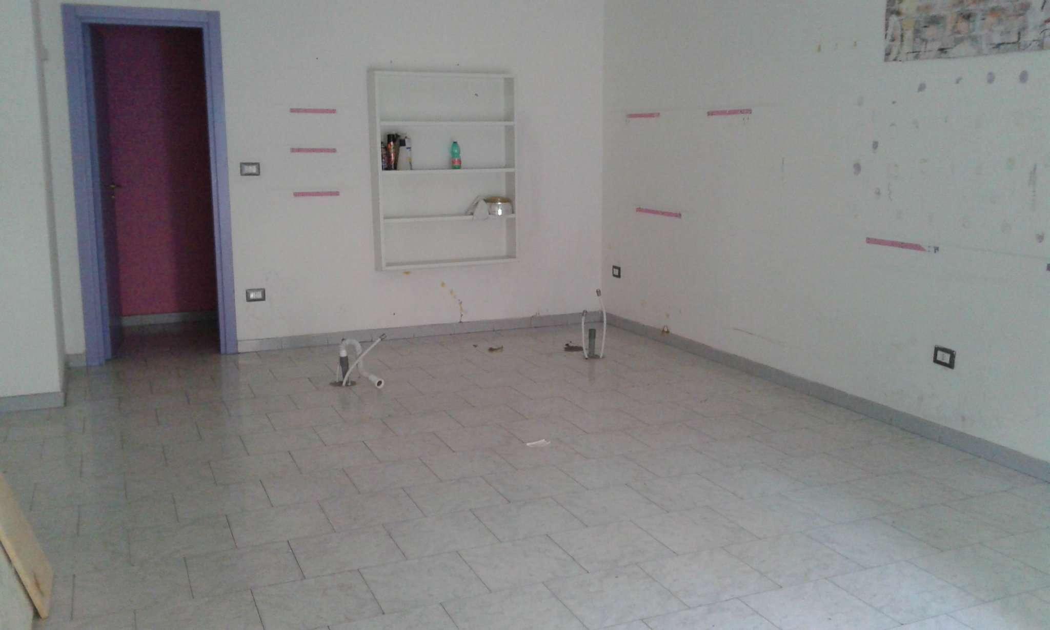 Negozio / Locale in affitto a Giugliano in Campania, 1 locali, prezzo € 400 | Cambio Casa.it