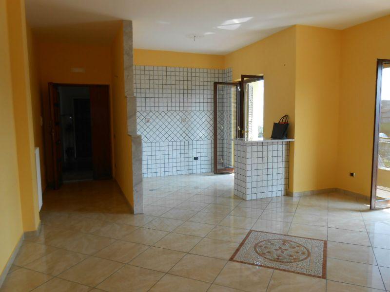 Appartamento in affitto a Calvizzano, 6 locali, prezzo € 500   Cambio Casa.it