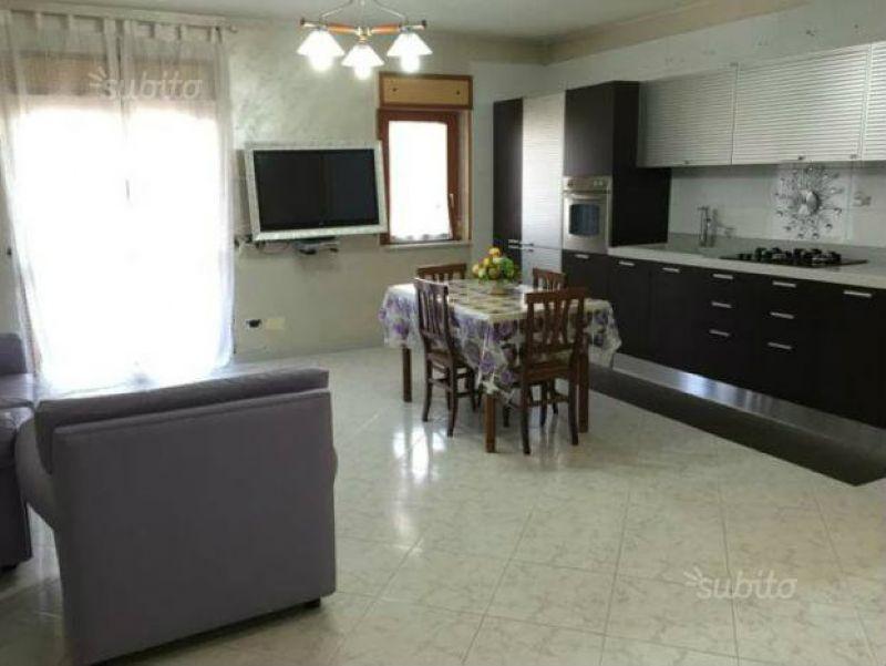 Appartamento in vendita a Giugliano in Campania, 6 locali, prezzo € 175.000 | Cambio Casa.it