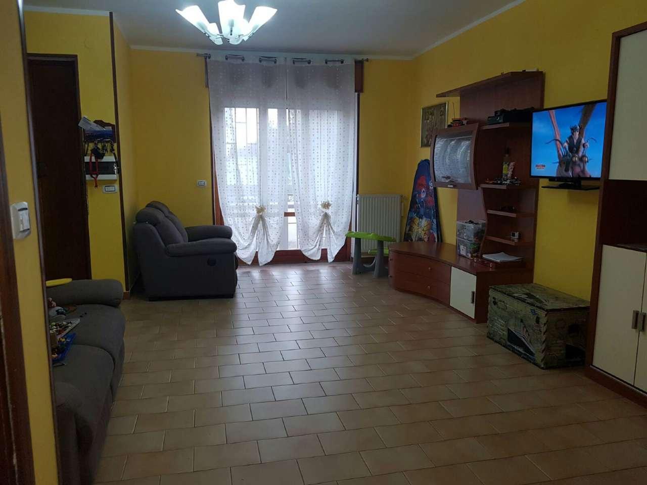 Villa Bifamiliare in affitto a Giugliano in Campania, 8 locali, prezzo € 600   Cambio Casa.it