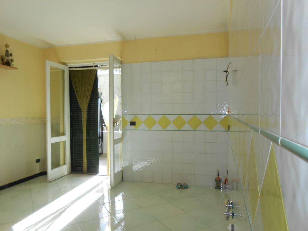 Appartamento in vendita a Melito di Napoli, 6 locali, prezzo € 150.000 | Cambio Casa.it