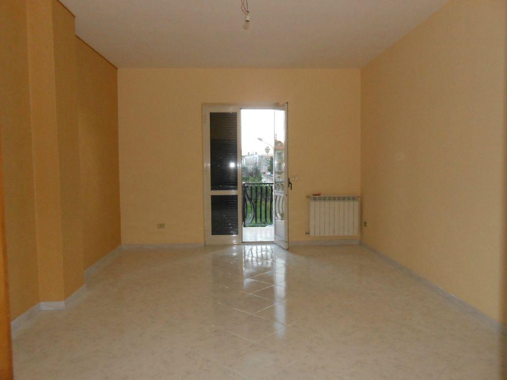 Appartamento in vendita a Giugliano in Campania, 8 locali, prezzo € 165.000 | Cambio Casa.it