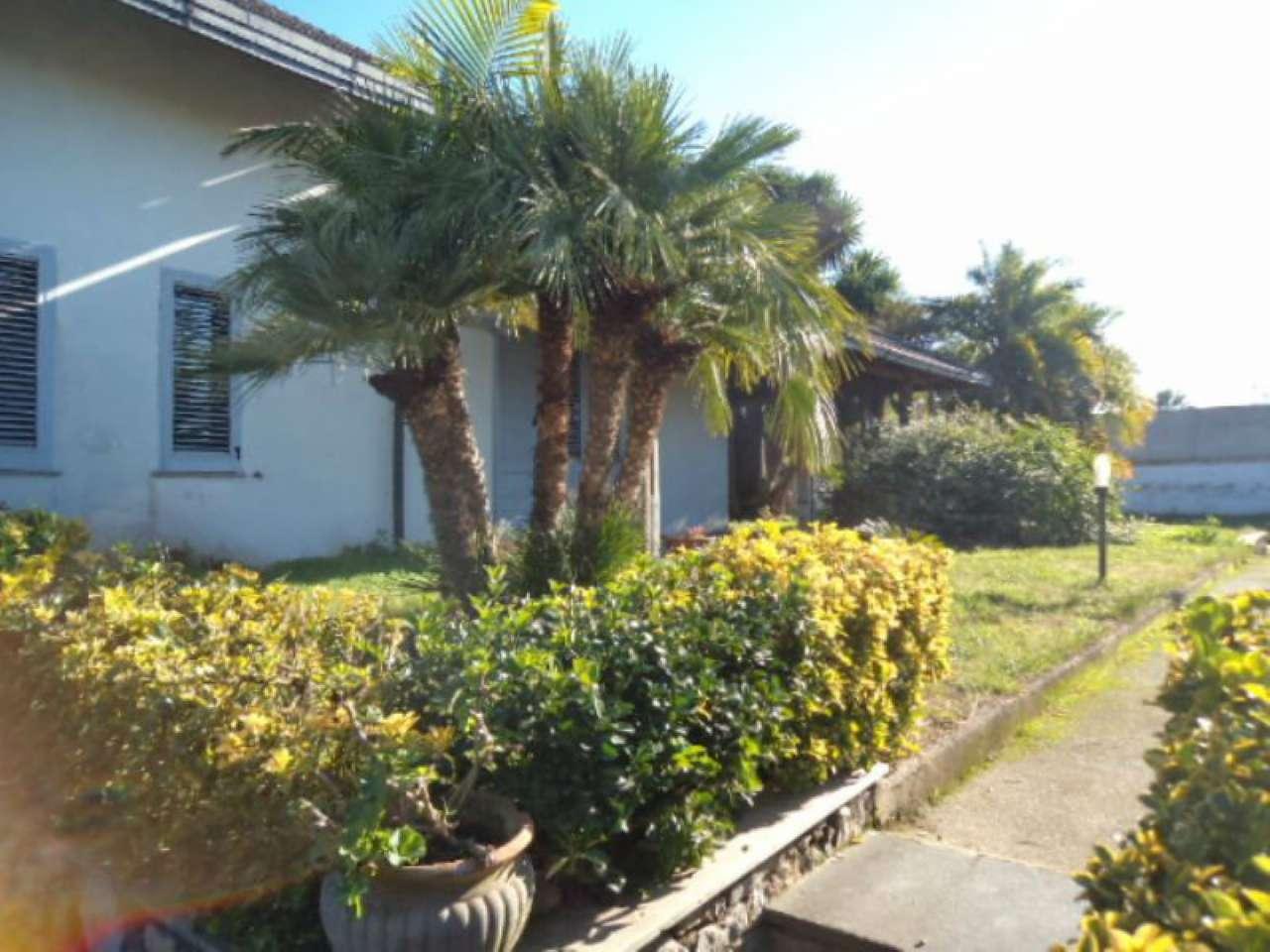 Villa in vendita a Giugliano in Campania, 7 locali, prezzo € 520.000   Cambio Casa.it