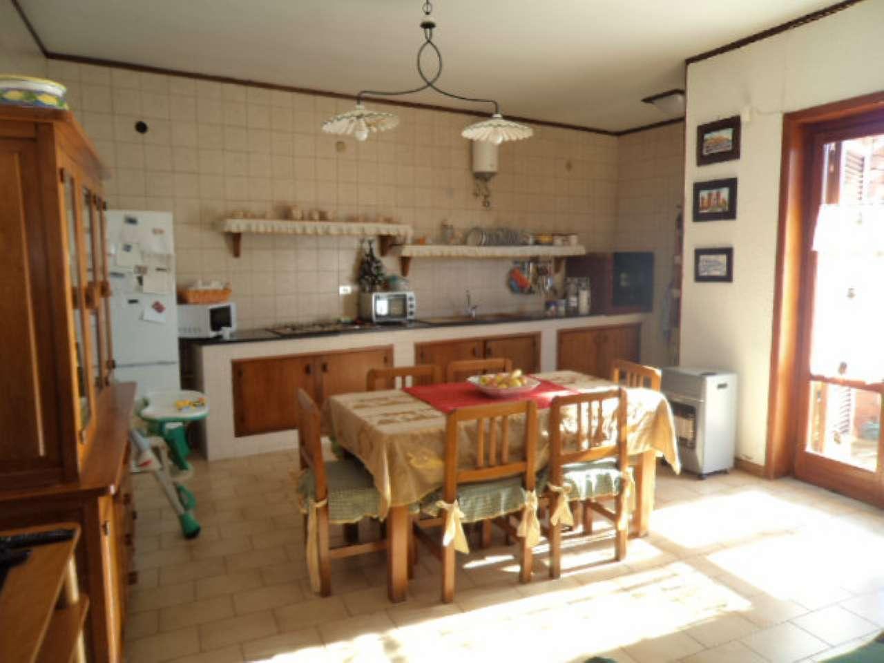 Soluzione Indipendente in vendita a Giugliano in Campania, 6 locali, prezzo € 345.000   Cambio Casa.it