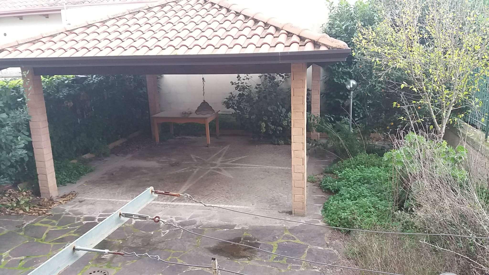 Villa in vendita a Giugliano in Campania, 10 locali, prezzo € 450.000   Cambio Casa.it