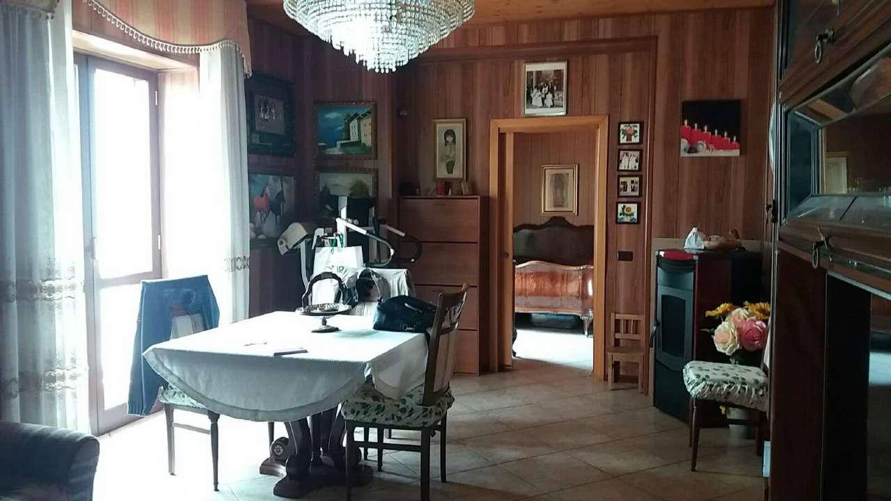Palazzo / Stabile in vendita a Giugliano in Campania, 8 locali, prezzo € 225.000 | Cambio Casa.it