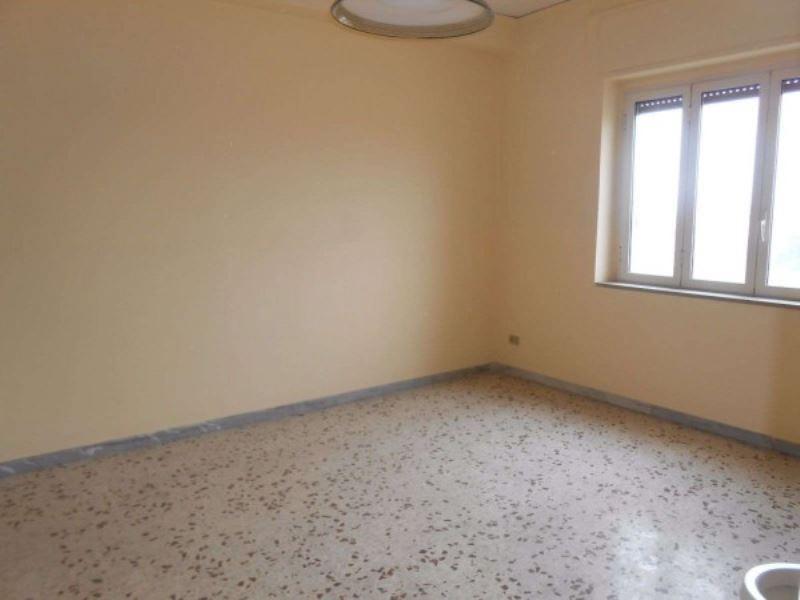 Appartamento in vendita a Giugliano in Campania, 6 locali, prezzo € 140.000 | Cambio Casa.it
