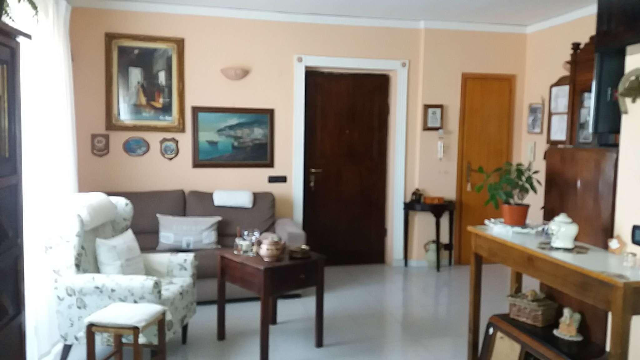Appartamento in vendita a Giugliano in Campania, 4 locali, prezzo € 85.000 | Cambio Casa.it