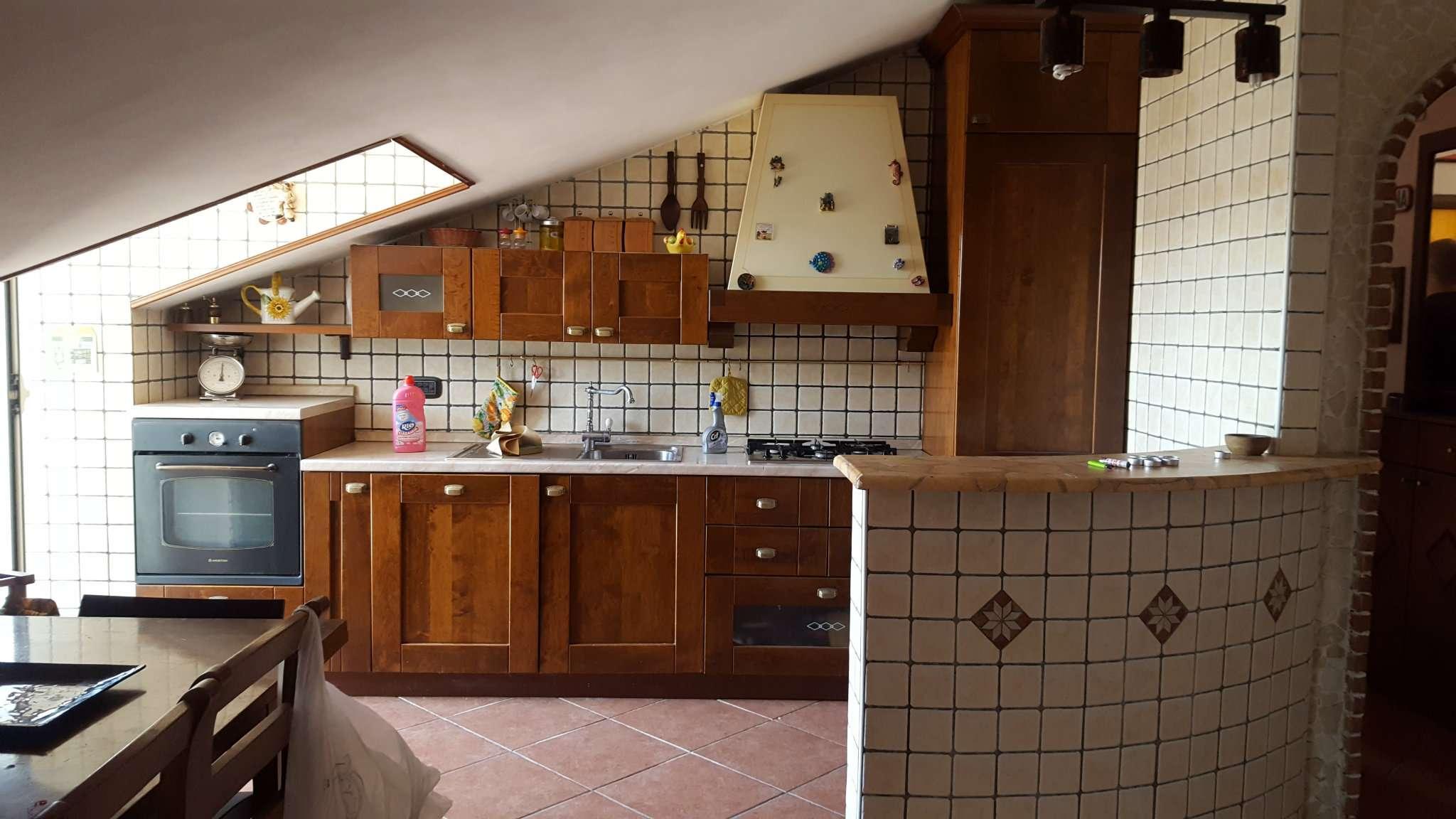 Appartamento in vendita a Giugliano in Campania, 5 locali, prezzo € 135.000 | Cambio Casa.it