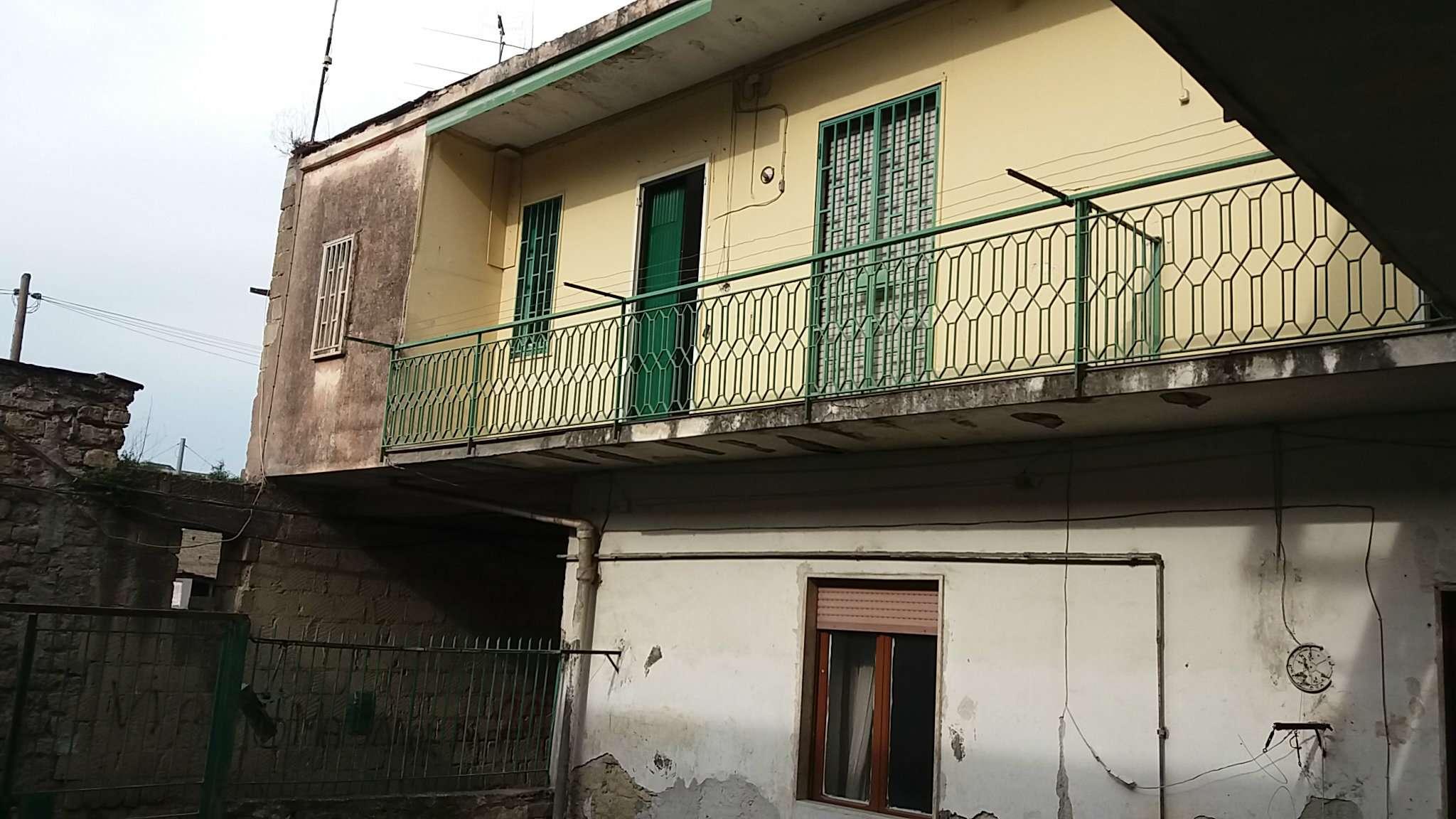Villa in vendita a Giugliano in Campania, 10 locali, prezzo € 185.000   Cambio Casa.it