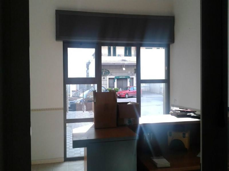 Negozio / Locale in vendita a Giugliano in Campania, 9999 locali, prezzo € 75.000   CambioCasa.it
