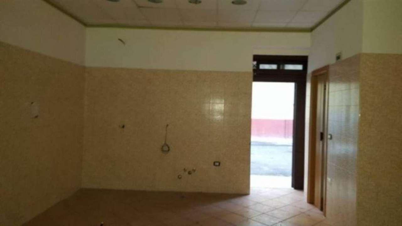 Negozio / Locale in affitto a Qualiano, 6 locali, prezzo € 280 | CambioCasa.it