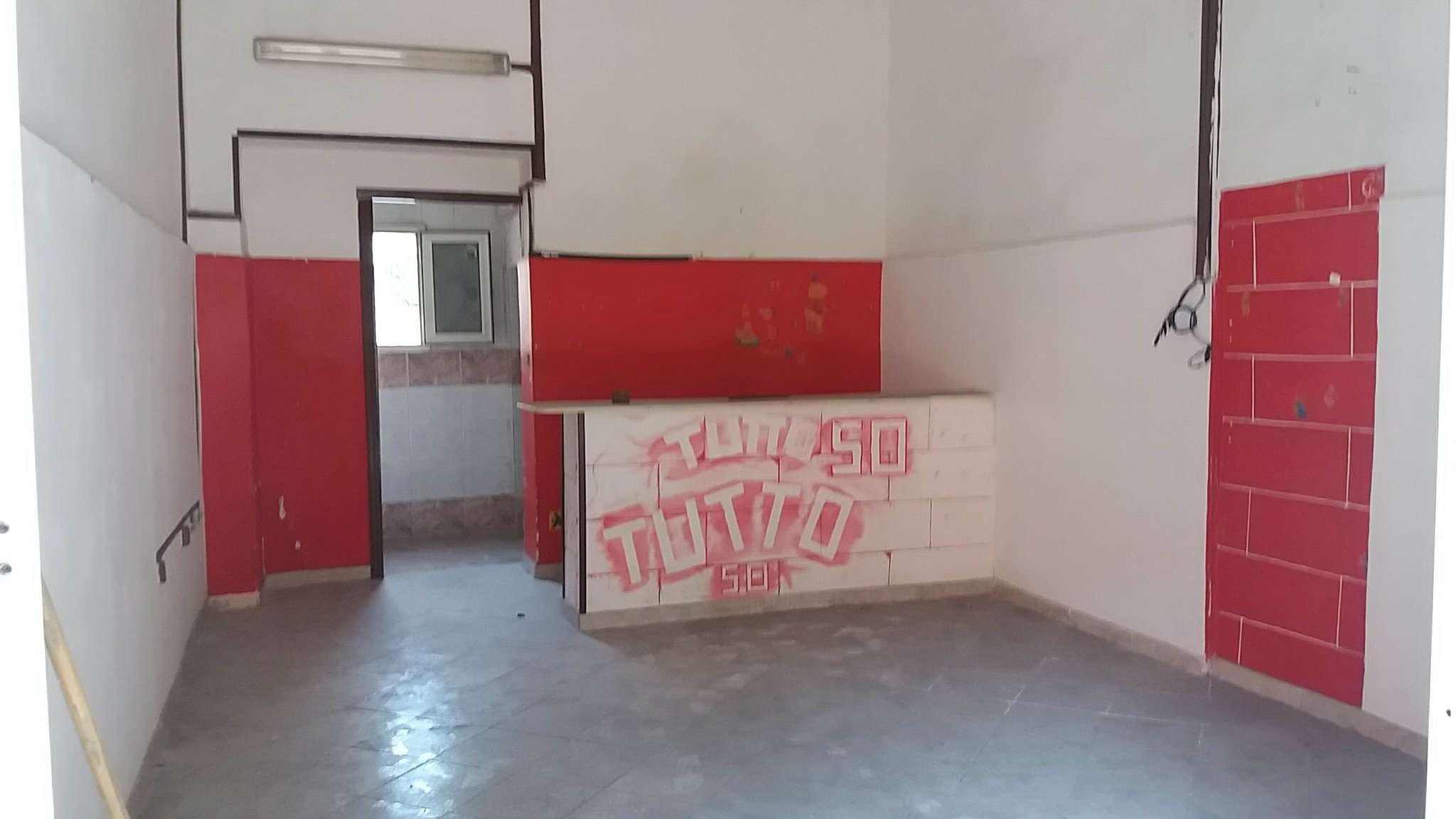 Negozio / Locale in affitto a Arzano, 1 locali, prezzo € 300 | CambioCasa.it