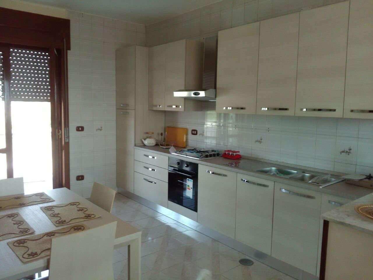 Appartamento in affitto a Giugliano in Campania, 5 locali, prezzo € 550 | CambioCasa.it